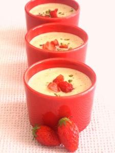 Soupe de fraises à la pistache sans oeufs sans gluten possible sans lait