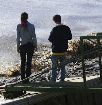 La vague du mascaret sur la Garonne à Langoiran en Gironde ©SMEAG