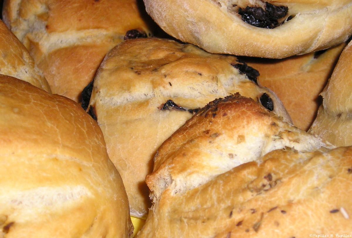 Petits pains aux tomates olives et origan