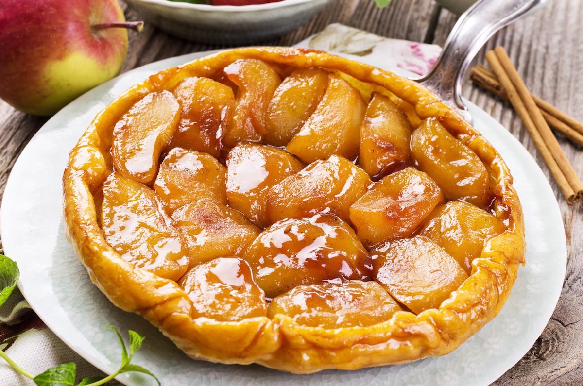 Tarte Tatin aux pommes © hlphoto shutterstock