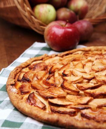 Tarte fine aux pommes © Soloviova Liudmyla shutterstock