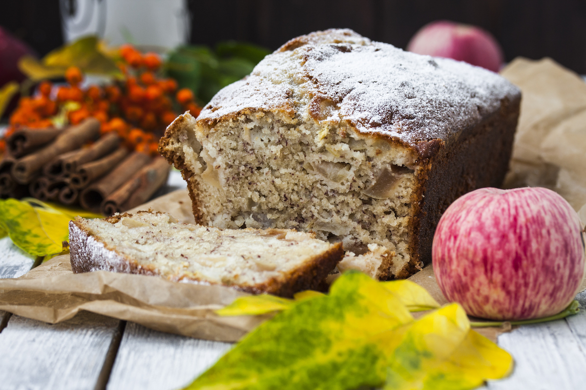 Cake au yaourt pommes banane © Pronina Marina shutterstock