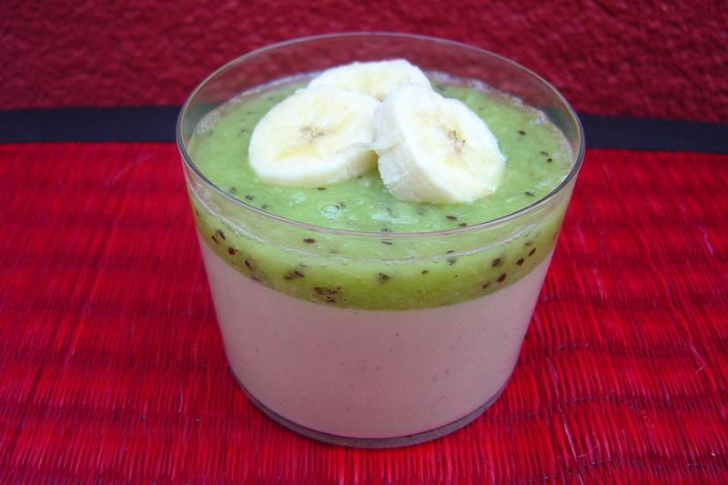 Crèmes au lait de coco kiwi et bananes