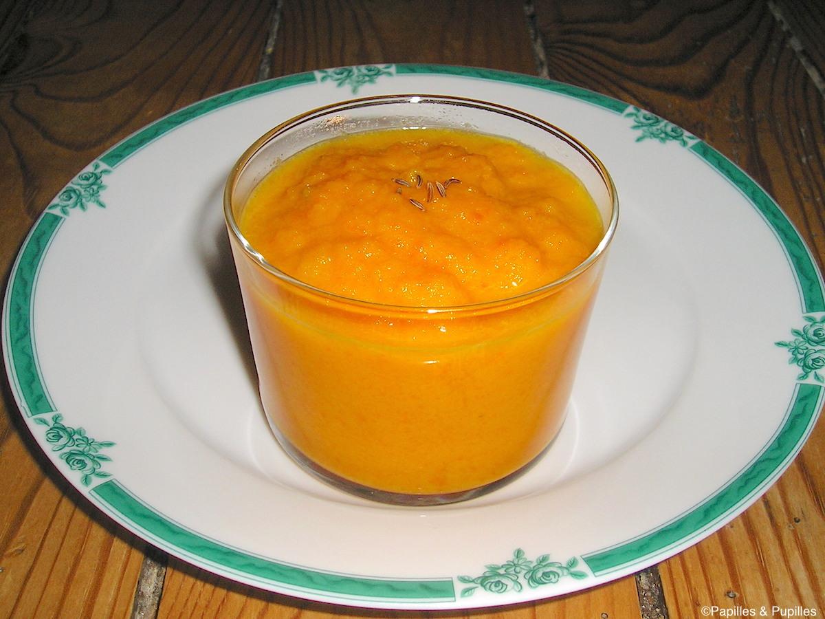 Soupe de carottes à l'orange et aux graines de carvi