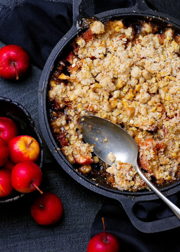 Crumble pommes flocons d'avoine sans oeufs © zoryanchik - shutterstock
