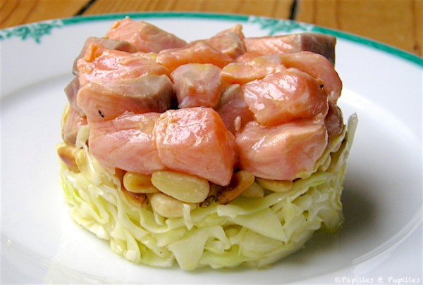 Tartare de saumon au chou blanc et pignons de pins