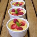 Petites crèmes aux fraises, framboises et cardamome