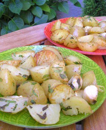 Pommes de terre à l'huile d'olive, à l'ail et au citron