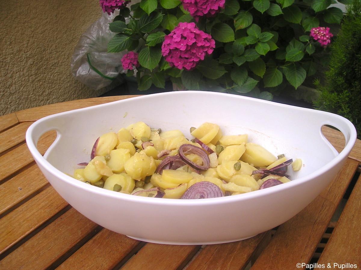 Salade de pommes de terre et oignons rouges
