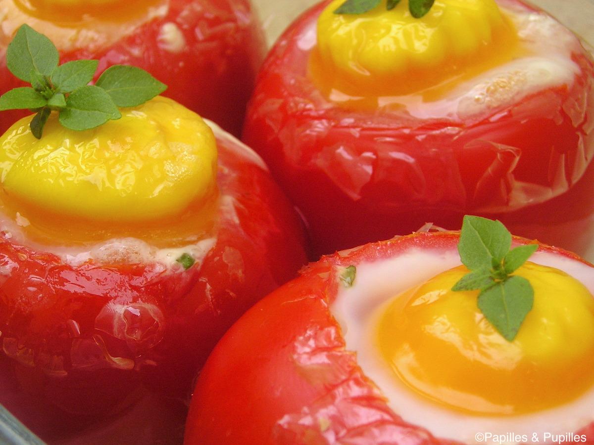 Oeufs cocotte en nids de tomates