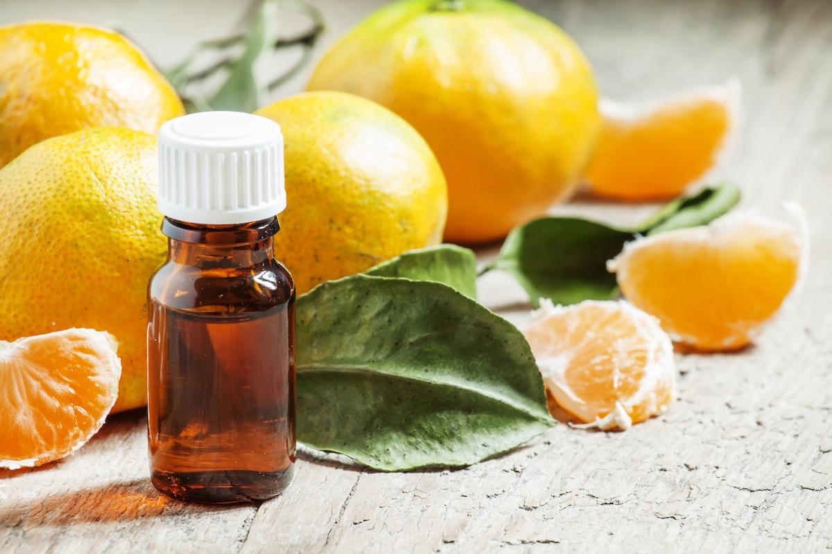 Huile essentielle de mandarine © 5PH shutterstock