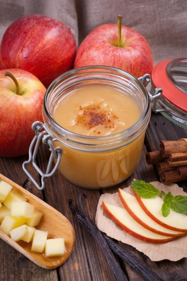 Compotée de pommes à la cannelle sans oeufs sans lait sans gluten ©Christian Jung shutterstock