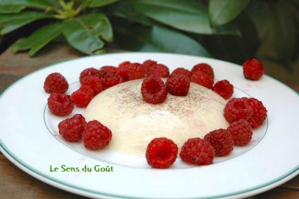 Panacotta à la vanille et aux framboises fraiches sans oeufs sans gluten