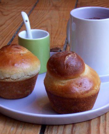 Briochettes au yaourt, à la purée de noisettes et aux zestes de cumbava