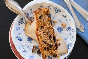 Dundee cake (c) Ina Ts unshutterstock