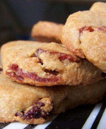 Coeurs sablés aux cranberries et à la farine de châtaignes sans œuf