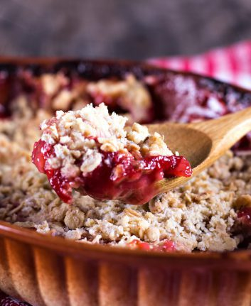 Crumble aux fruits rouges © Julia Lototskaya shutterstock
