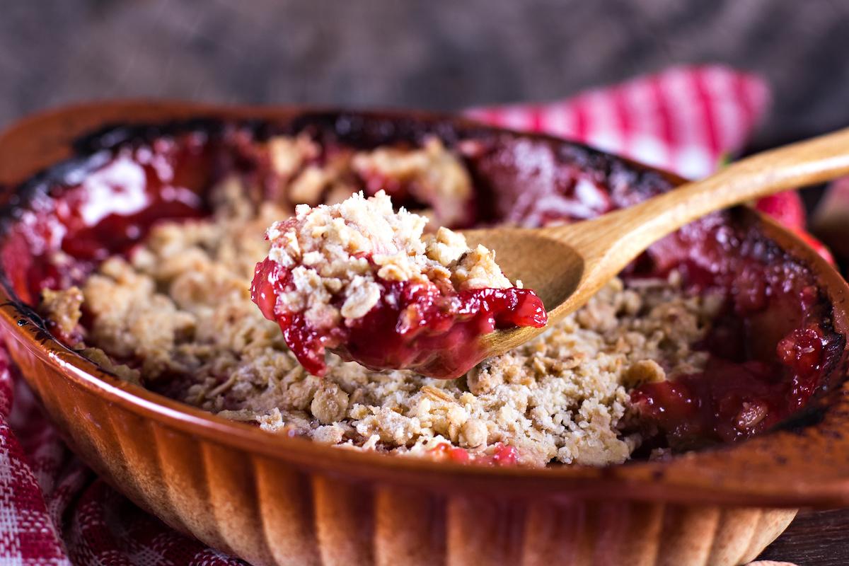 Crumble aux fruits rouges © Julia Lototskaya shutterstock