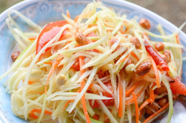 Salade de papaye verte et carotte (c) Pongsak14 shutterstock