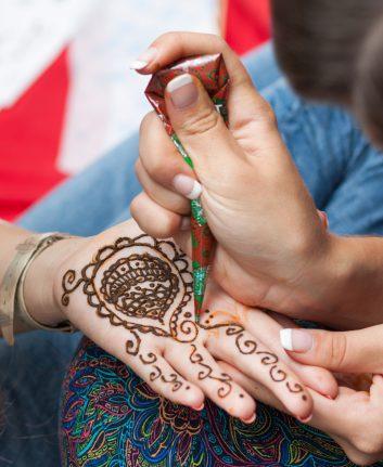 Tatouage au henné ©e AMilkin shutterstock