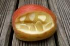 pommes mordantes d'Halloween