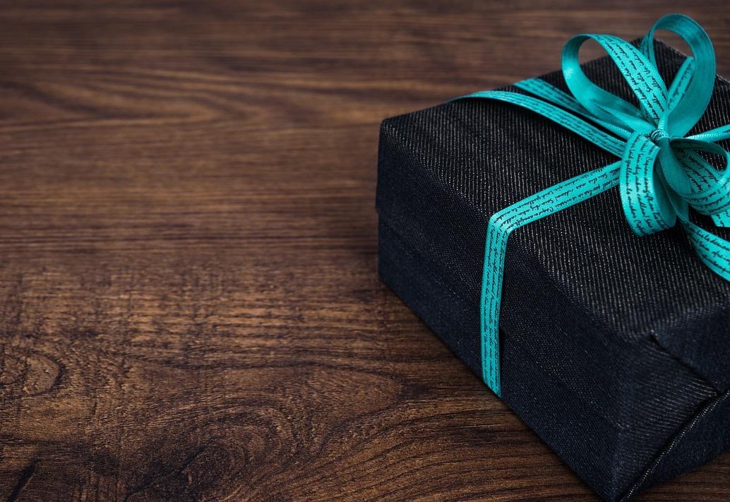 Cadeau (c) ImageForYou CC0 Public Domain Pixabay