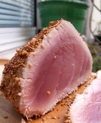 Rôti de thon rouge en croûte de sésame