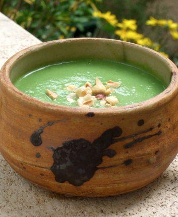 Velouté de brocolis à la purée de noisettes