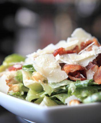 Salade Cesar ©Piyato `shutterstock