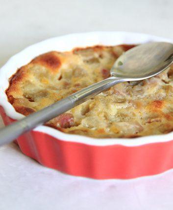 Clafoutis à la rhubarbe sans lait sans gluten ©LENS-68 shutterstock