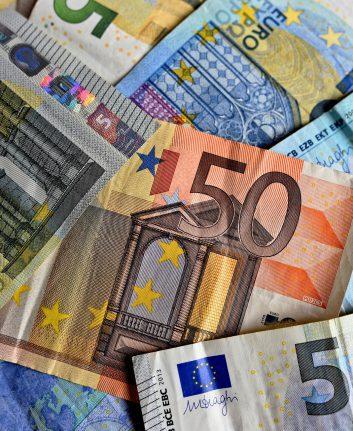 Euros ©MabelAmber CC0 Pixabay