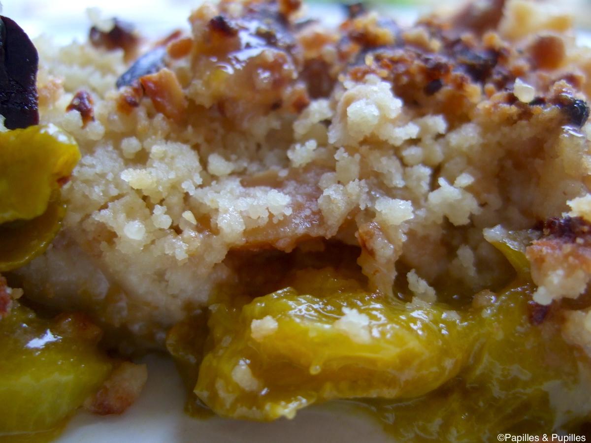 Crumble de prunes aux cacahuètes et au piment d'Espelette