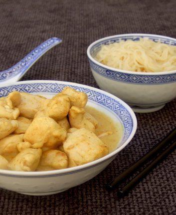 Poulet express au curry et nouilles thaï