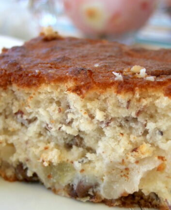 Gâteau léger aux poires et aux noisettes