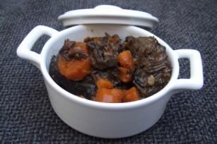 Joue de boeuf aux carottes et vin rouge