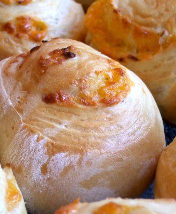 Petits pains au Cheddar et au Chili