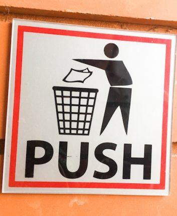 Jeter à la poubelle (c) suchada kupraditphan shutterstock