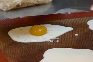 Oeufs au plat en cuisine moléculaire