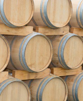 Barriques Bordeaux © sylv1rob1 shutterstock