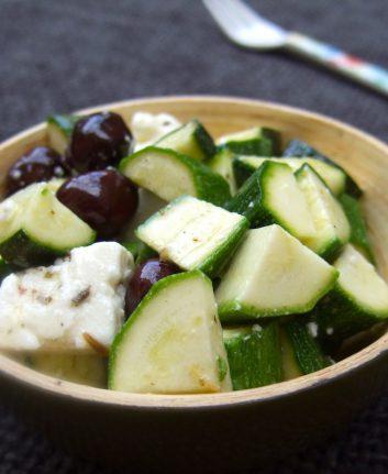 Salade de courgettes feta et olives noires