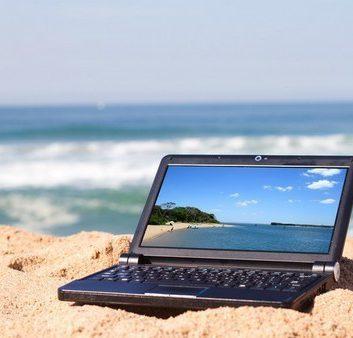 Ordinateur sur la plage