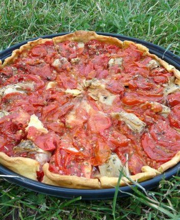 Tarte à la tomate et aux artichauts confits