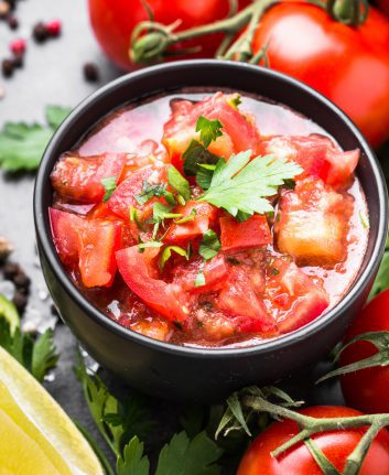 Salsa à la tomate ©nadianb shutterstock