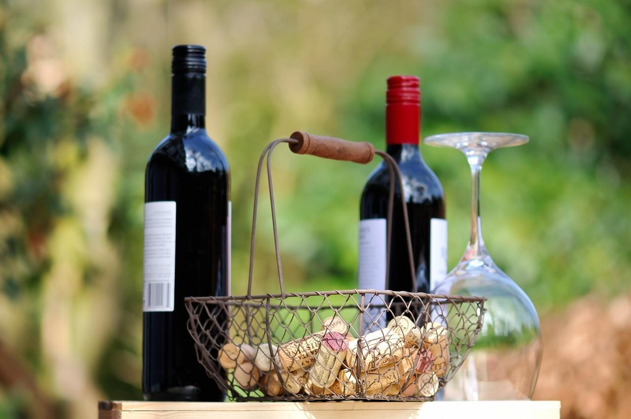 Vins (c) Wiggijo CC0 Public Domain