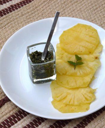 Carpaccio d'ananas et pesto de menthe