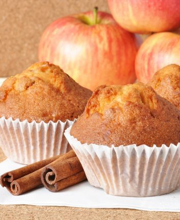 Muffins pomme cannelle © Timolina shutterstock