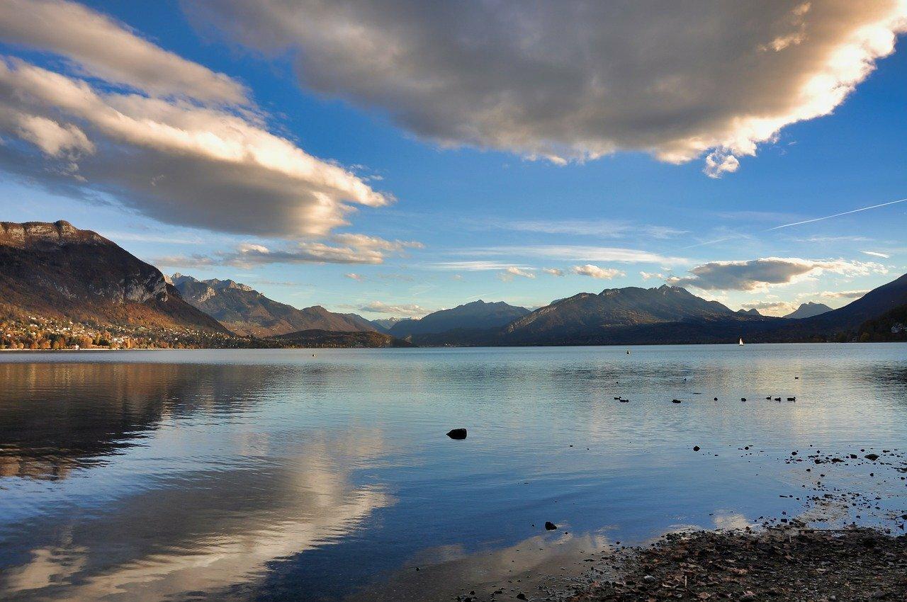 Lac d'Annecy ©econcepto de Pixabay