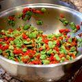 Salade de fèves et poivrons aux herbes du jardin