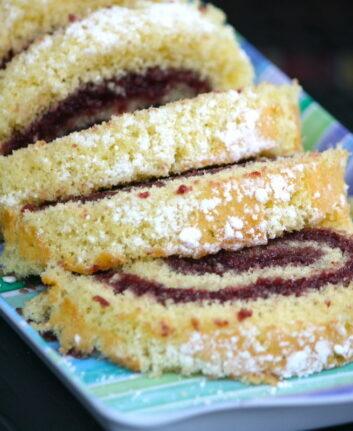 Gâteau roulé à la confiture de fruits rouges