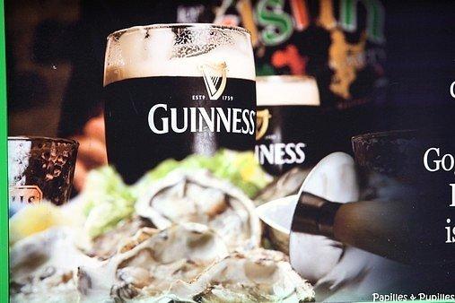 Photo d'une publicité Guinness prise dans les rues de Dublin, Irlande